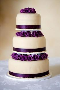 wedding photo - Purple Flower Wedding Cake
