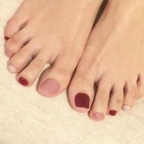 wedding photo - Pink Rainbow Manicure
