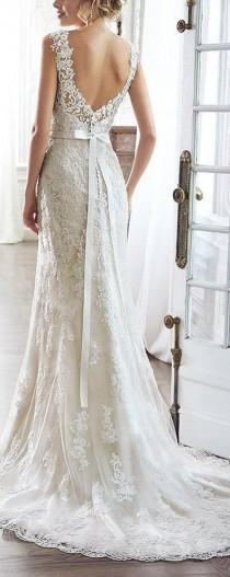wedding photo - Lace V-Back Sweetheart Neckline Wedding Dress