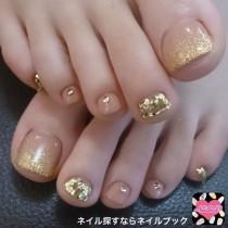 wedding photo - Gold Glitter Pedicure