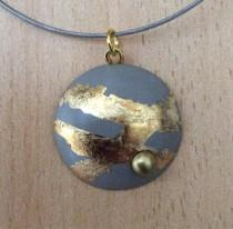 wedding photo - Pendant in concrete, around finished with gold leaf and a Pearl