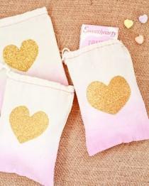 wedding photo - DIY Tutorial: Tropical Invitation Suite   Fabric Envelope