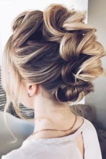 wedding photo - This Gorgeous Wedding Hairstyle Perfect For Every Wedding Season