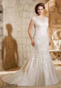 wedding photo - 8 Amazing Wedding Dresses For Curvy Women