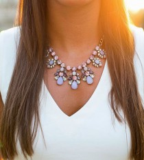 wedding photo - Dos And Don'ts Of Statement Necklaces