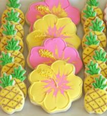wedding photo - {Cookie Decorating} How To Make Pretty Hibiscus Cookies