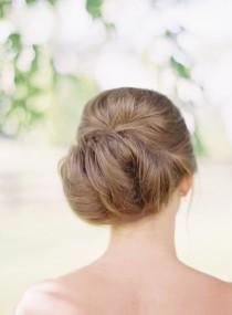 wedding photo - Wedding Hairstyle Inspiration - Photo: Elisa Bricker