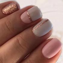 wedding photo - Glitter Striped Nails