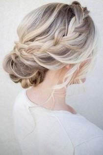 wedding photo - 36 Messy Wedding Hair Updos For A Gorgeous Rustic Country Wedding To Chic Urban Wedding