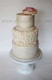 wedding photo - Beautiful Decorated Cake .....