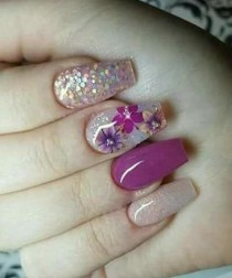 wedding photo - Super Fabulous Flower Glitter Nail Art Designs For Your Big Day