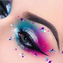 wedding photo - Blue And Pink Eye Makeup