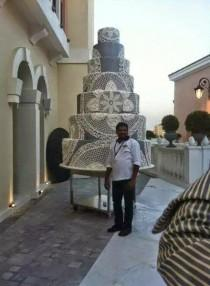 wedding photo - World's Largest Wedding Cake