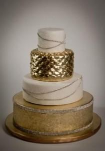 wedding photo - Gold And White Wedding Cake