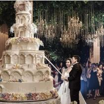 wedding photo - Gigantic Wedding Cake
