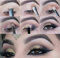 wedding photo - Gold Smokey Eye Makeup