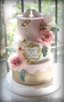 wedding photo - Pink And Gold Wedding Cake