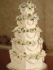 wedding photo - Square Wedding Cake