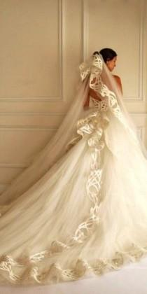 wedding photo - Spring Wedding Dresses With Gorgeous Architectural Details