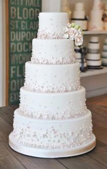 wedding photo - Pearly Wedding Cake