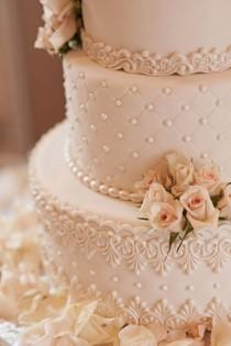 wedding photo - Detailed Wedding Cake