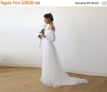 wedding photo - Ivory Off-The-Shoulder Lace and Tulle Train Wedding Gown 1162