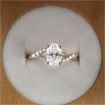 wedding photo - Simple And Minimalist Engagement Ring You Want To