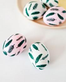 wedding photo - DIY Tropical Leaf Easter Eggs