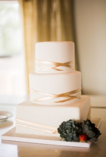 wedding photo - Metallic Wedding Cakes