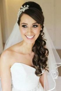 wedding photo - Top 7 Wedding Hairstyles According To Wedding Theme And Season