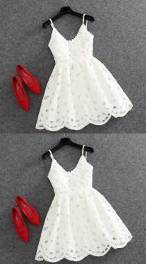 wedding photo - A-Line V-Neck Sleeveless Backless Short White Lace Homecoming Dress