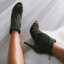 wedding photo - High-heels.