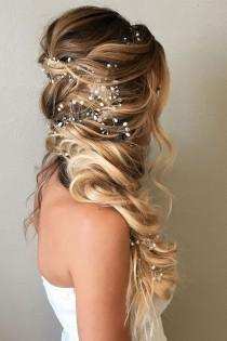 wedding photo - 36 Perfect Combinations Of Wedding Hairstyles And Bridal Dresses
