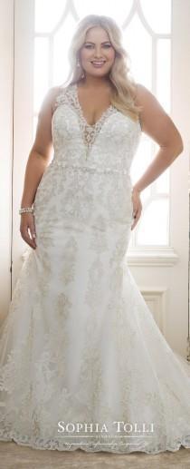 wedding photo - Plus Size Perfection From Sophia Tolli