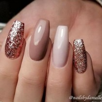 wedding photo - 22 Nails That Feature Glitter Because Why Not