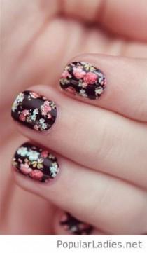 wedding photo - Sweet Short Floral Nail Design