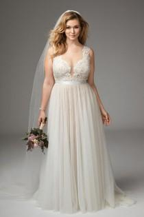 wedding photo - Where To Find Amazing Plus Size Wedding Dresses