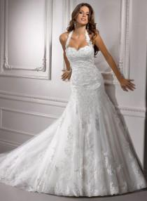 wedding photo - Choosing The Right Wedding Dress For Your Body Shape