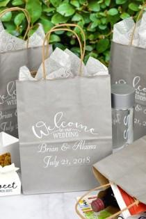 wedding photo - 8 X 10 Personalized Paper Wedding Hotel Room Gift Bags (Set Of 25)