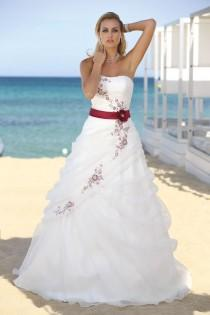 wedding photo - Wedding Dress Shopping Tips
