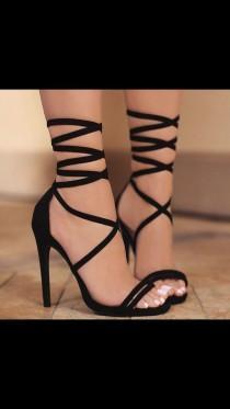 0c2fdd70aa4 Wedding Shoes  26 - Weddbook
