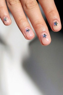 wedding photo - How Cool Is This Star Manicure? (Le Fashion)