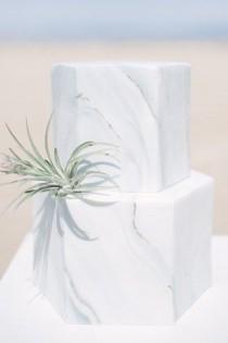 wedding photo - 11 Unique And Elegant Marble Wedding Cake Ideas