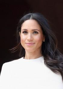 wedding photo - Queen Elizabeth Gave Meghan Markle A Sweet Gift Before Their First Event Together
