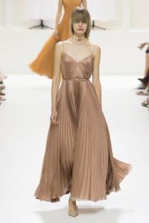 wedding photo - Christian Dior Fall 2018 Couture Fashion Show