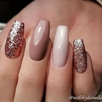 wedding photo - Mismatched Nail Art Design