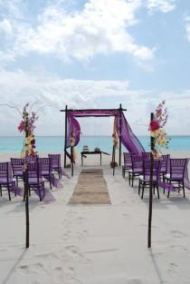 wedding photo - Its Pictures Like This That Make Me Want To Go Married On A Tropical Island! !
