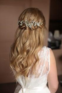 wedding photo - Pretty Half Up Half Down Hairstyle For Romantic Brides