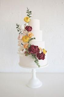 wedding photo - Winter Wedding Cakes #weddingcakedecorating