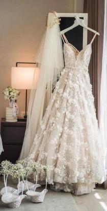 wedding photo - Ideas Para Tu Vestido De Novia - Si Estás Buscando Algo De Inspiración Aquí Te Dejamos Algunas De Las Ideas De Este 2018 Que Hemos Encontrado Por I…